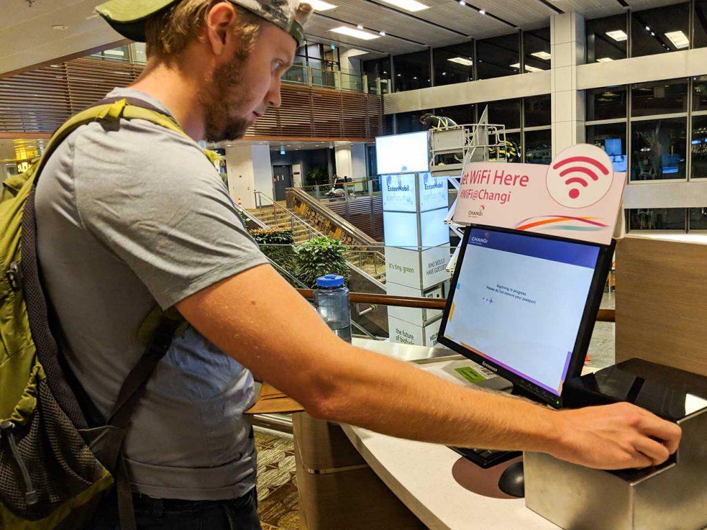Singapore Changi Airport: Getting Wifi