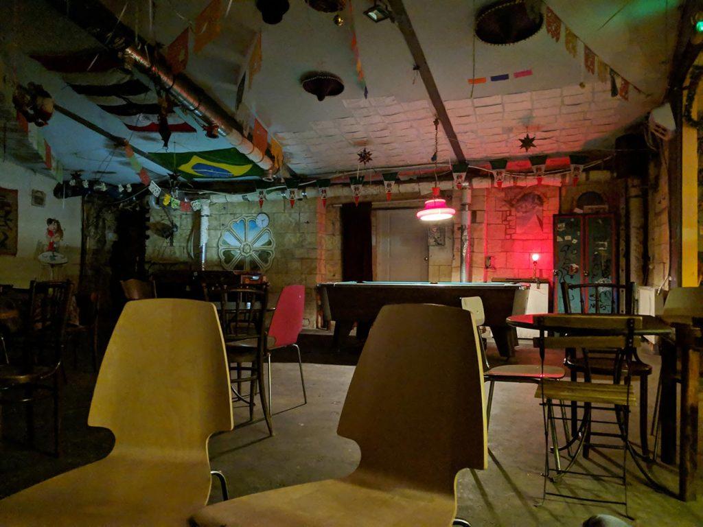 Budapest Ruin Pub: Ellátó Kert inside the back room