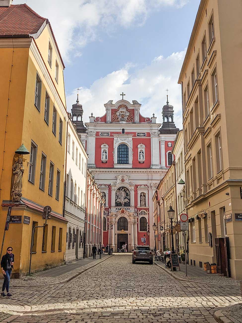 Fara Poznania from the street