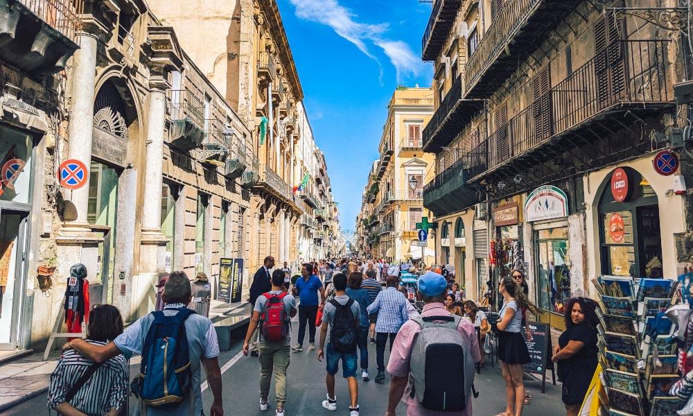 People walking along Corso Vittorio Emanuele in Palermo